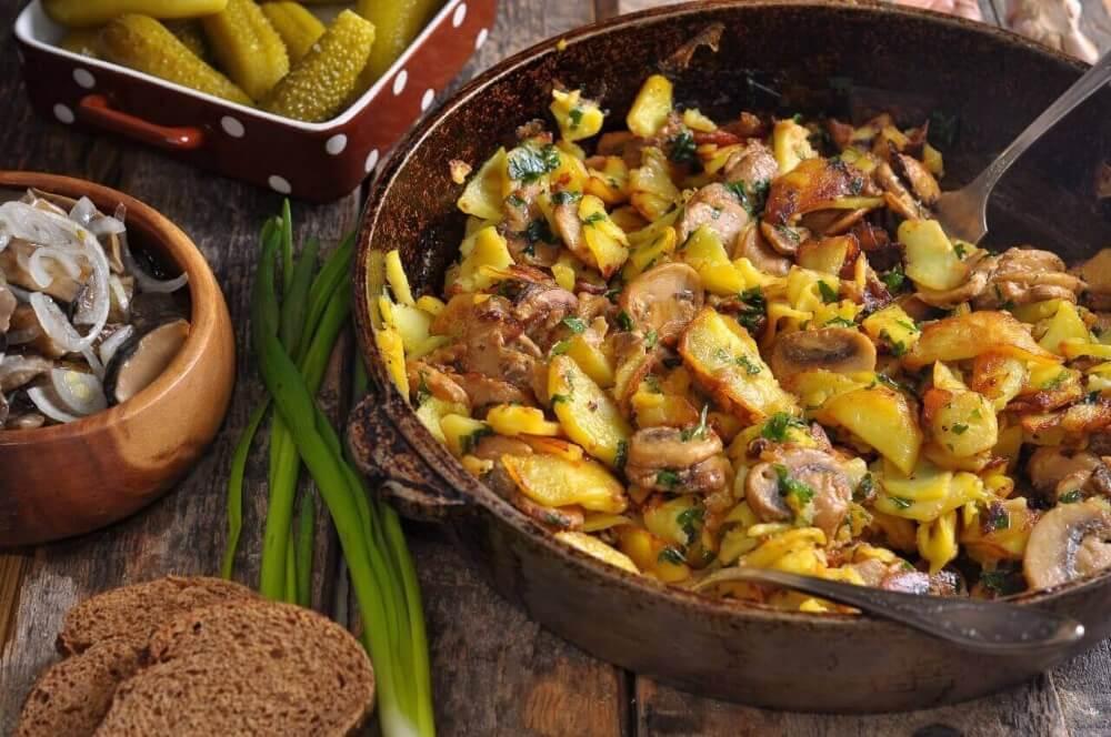 блюдо из маслят с жареной картошкой