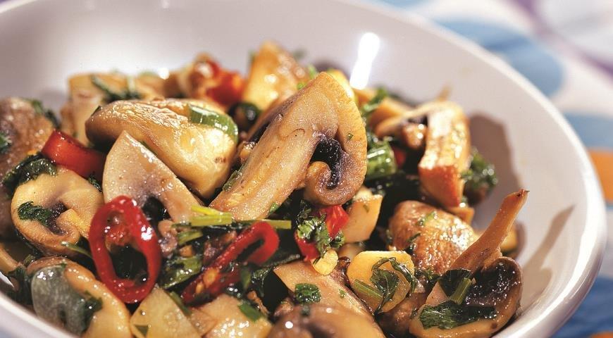 Простые и вкусные салаты из шампиньонов - рецепты с фото