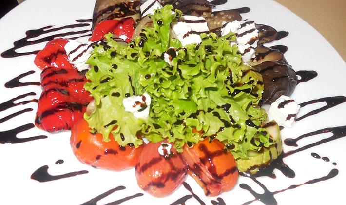 новогодний салат с солеными груздями