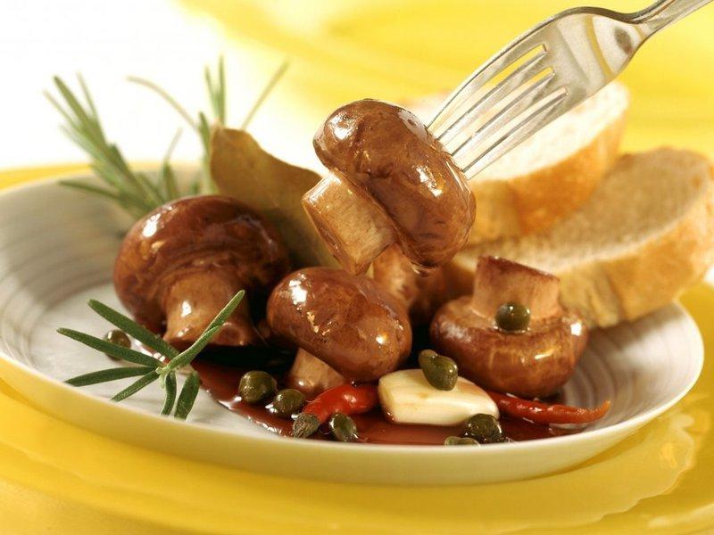 четвертый рецепт - острые маслята в маринаде из масла с корицей и перца чили