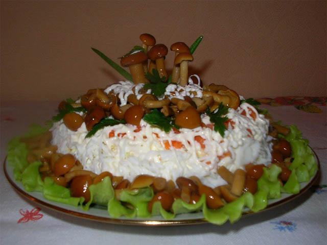 приготовление салата лукошко грибное фото 2