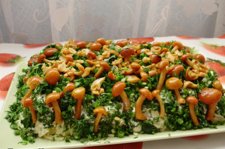 приготовление салата лукошко грибное фото 3