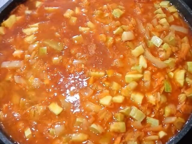 №3 - салат из рыжиков с кабачками и баклажанами