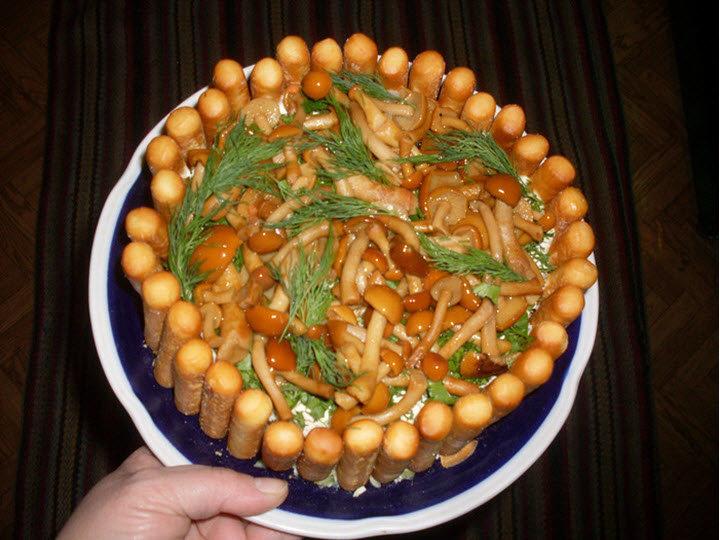 салат лесная поляна с опятами, классический рецепт и фото