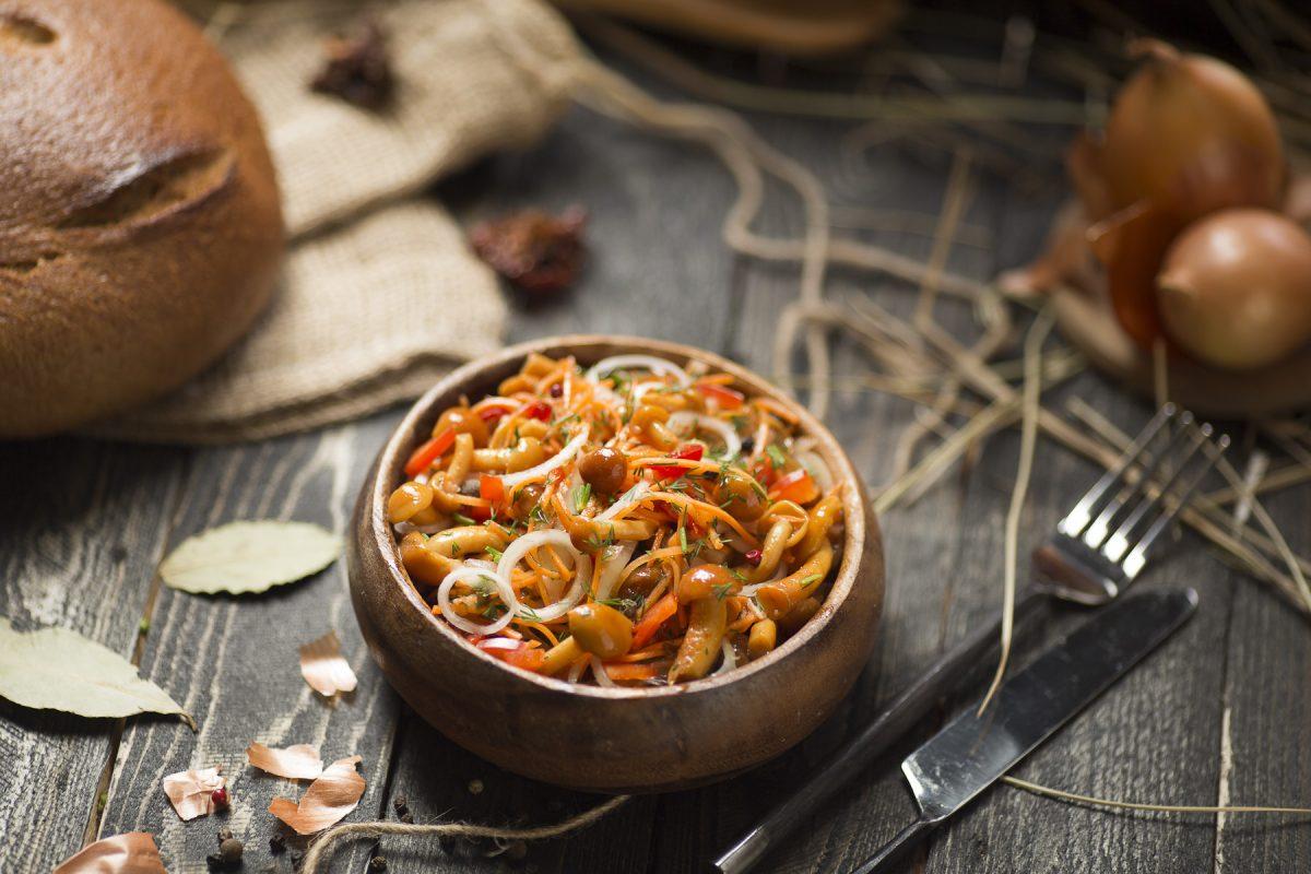 маринованные опята по-корейски с чесноком, фото рецепт
