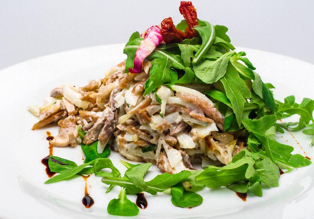 Салат с языком и шампиньонами, рецепты