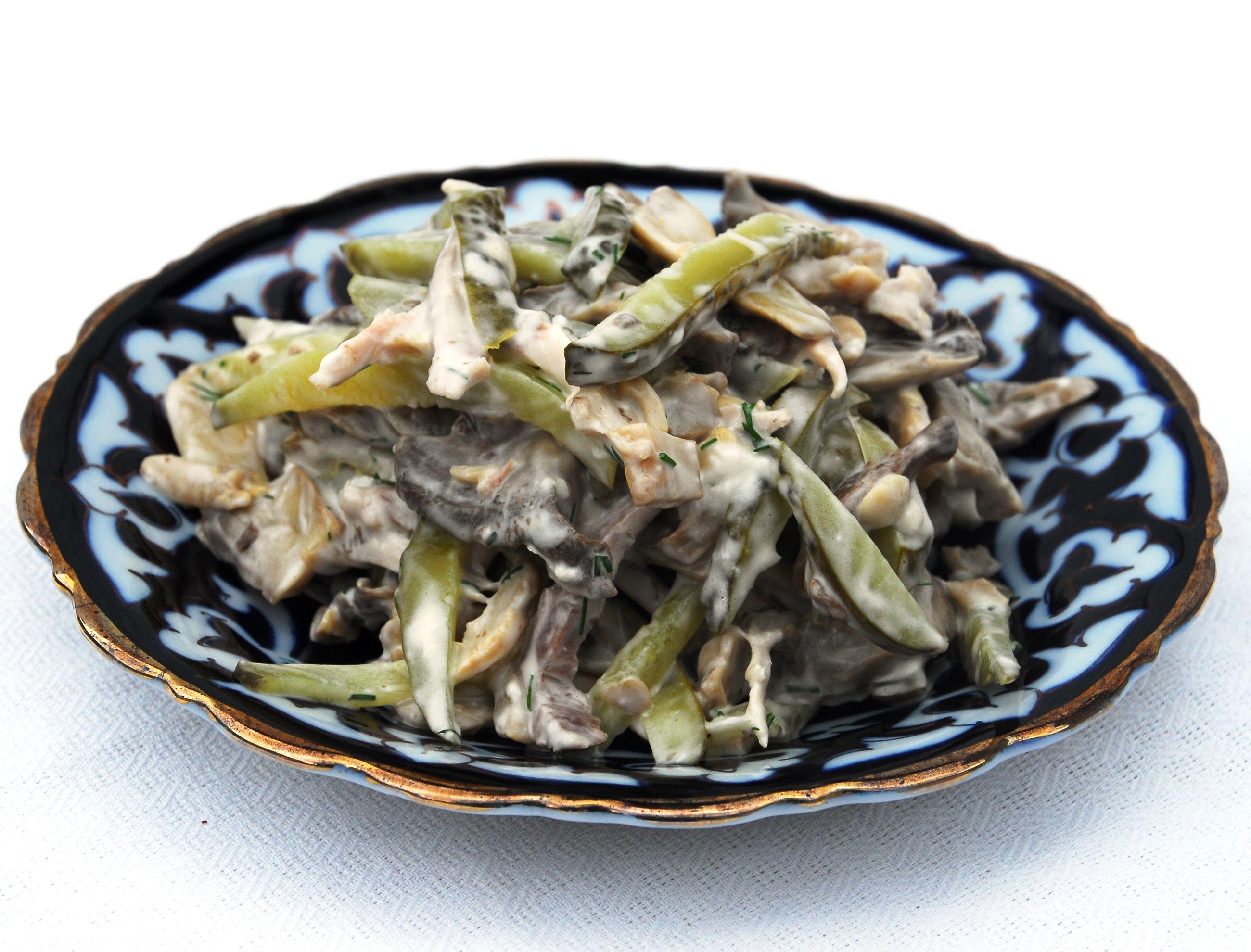 первый рецепт - салат с языком, шампиньонами и маринованными огурцами фото 1