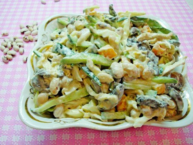Охотничий салат с курицей и грибами