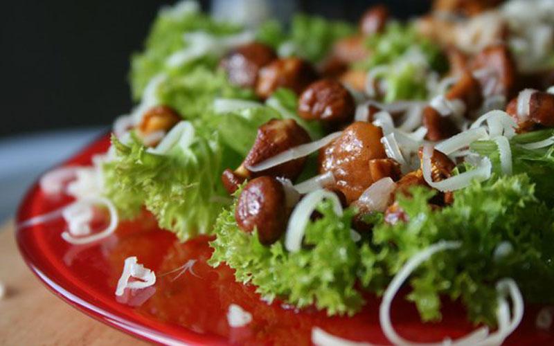 5 рецептов салатов с жареными опятами