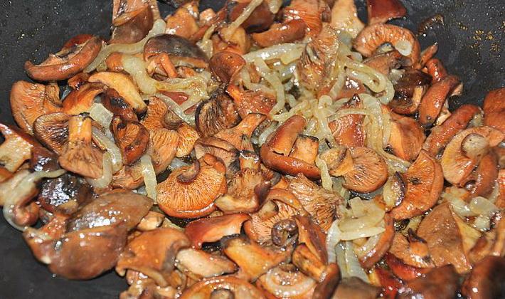 жареные грибочки рыжики с топленым маслом на зиму