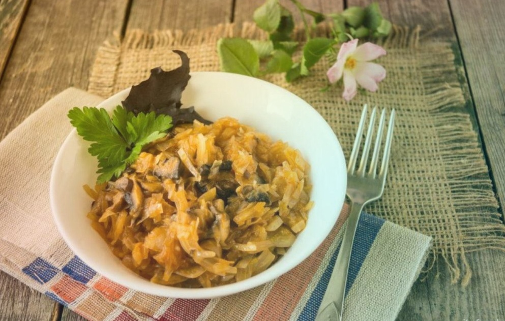 Тушеная Капуста с грибами – легко, быстро и вкусно