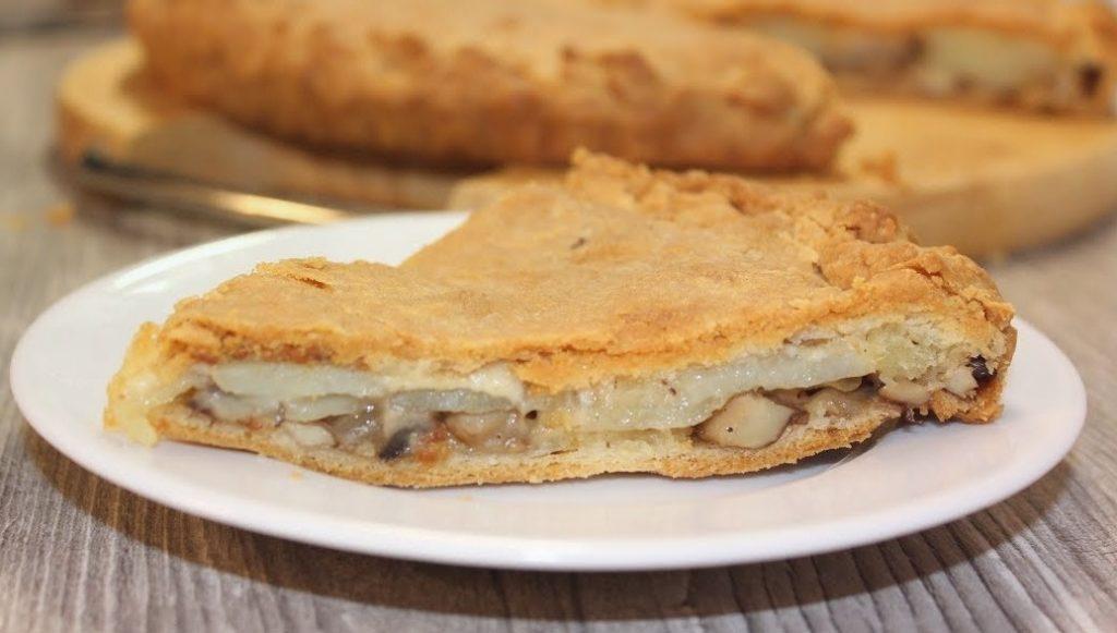 Пирог с картошкой и грибами – простой и сытный