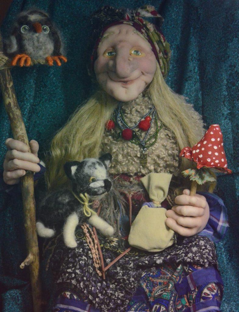 Баба-Яга сидящая с мухомором. Кукла