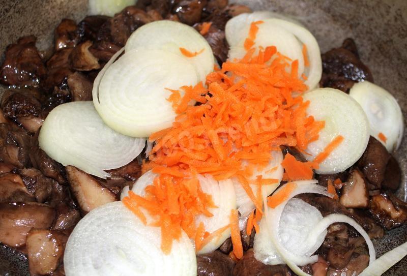 Грибы с морковью и луком жареные рецепт с фото пошагово - 1000.menu