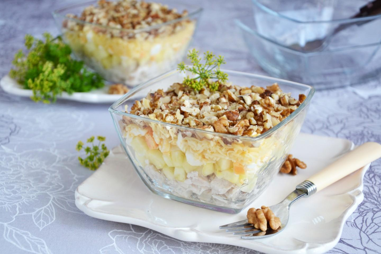 salat-kurica-s-ananasami-sloyami_1533309746_9_max.jpg