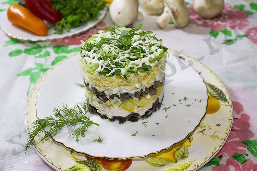 Как приготовить салат из курицы с черносливом и грибами быстро и вкусно?