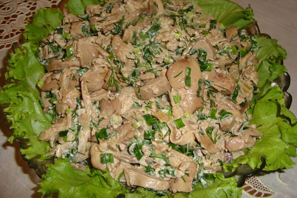 Как приготовить салат с куриной печенью и грибами просто, быстро и вкусно?
