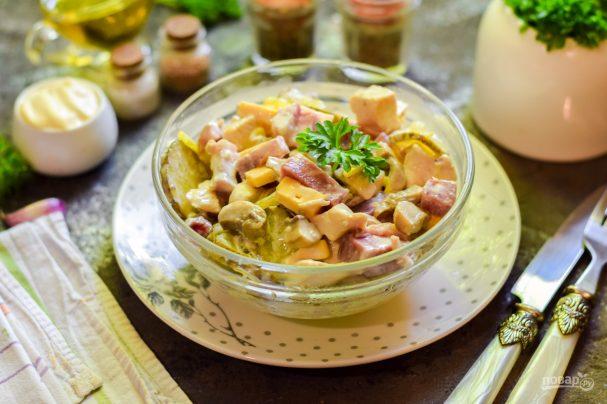 Салат с ветчиной и грибами - как приготовить быстро и вкусно?