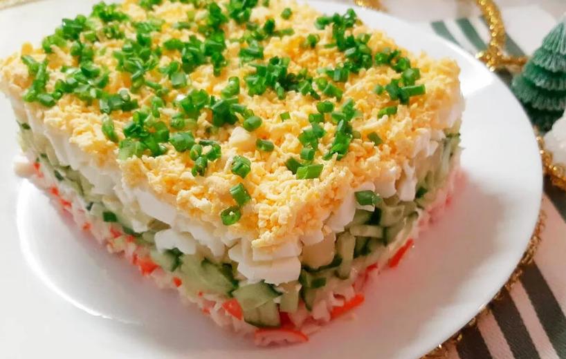 Слоеный салат с шампиньонами и его разновидности