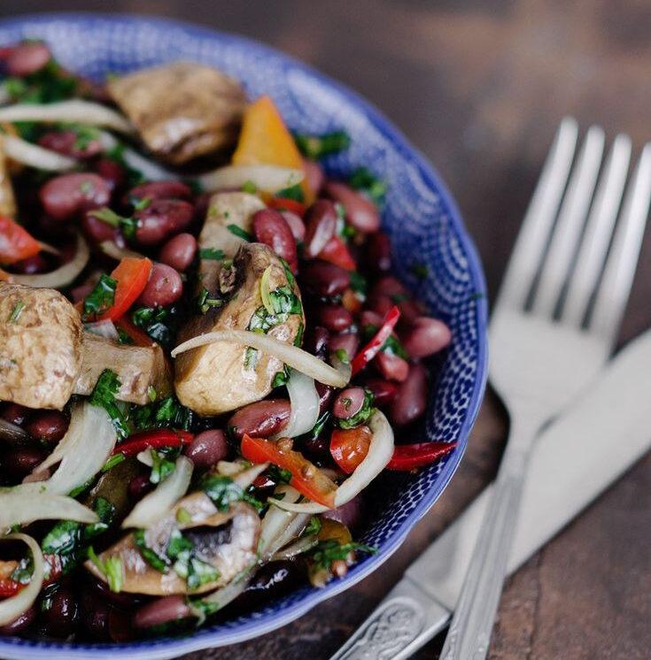 Салат с шампиньонами и фасолью
