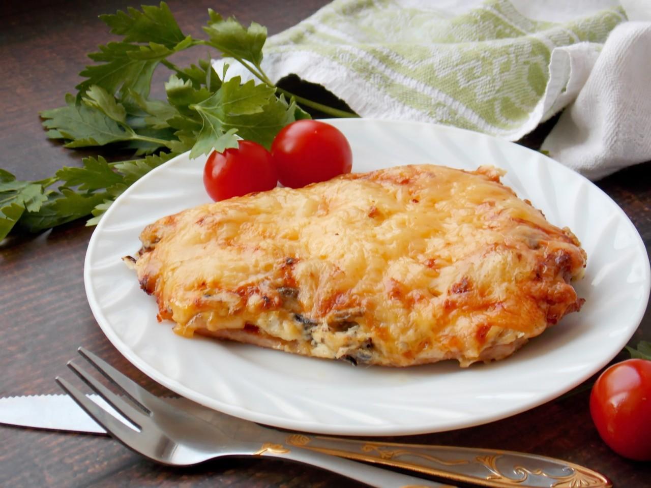 Отбивные с грибами и сыром в духовке - завтрак мужика
