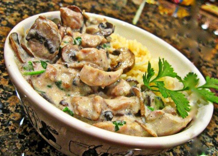 Свинина с грибами в сметанном соусе - как приготовить вкусно и просто?