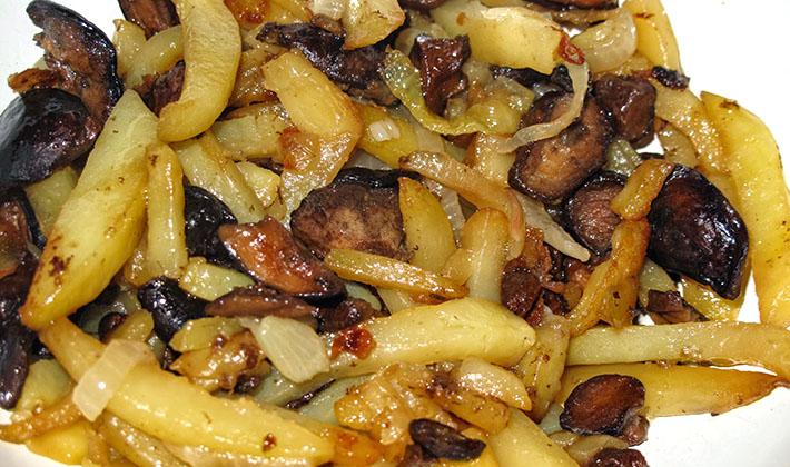 Картошка с грибами в духовке – универсальное блюдо