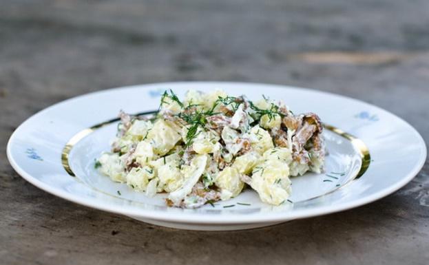 Салат с грибами и картошкой: как приготовить вкусно и быстро?