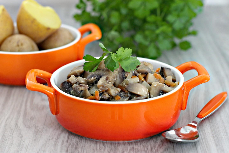 Шампиньоны в сметане на сковороде – 7 экспресс рецептов