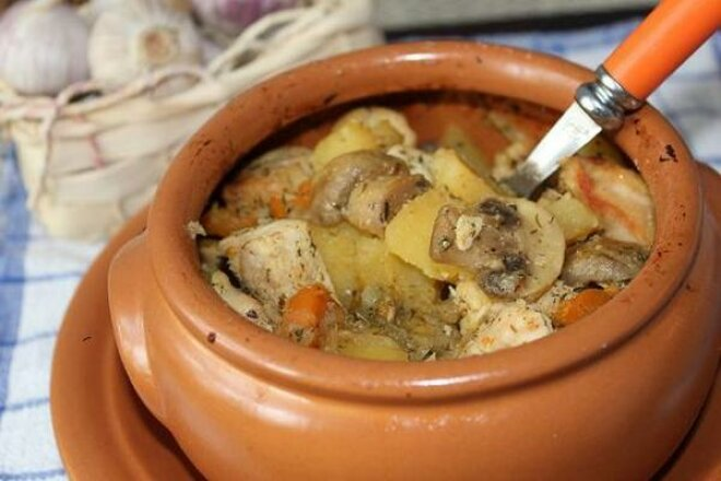 Грибы в горшочке в духовке: лучшие рецепты с мясом и рыбой