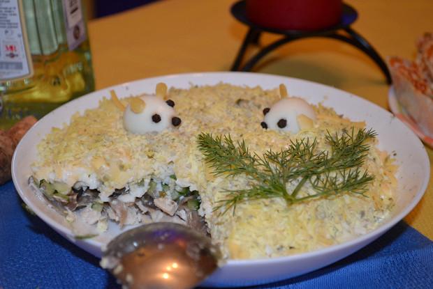 Салат, курица, грибы, огурец, яйцо, сыр - шесть столпов хорошего салата