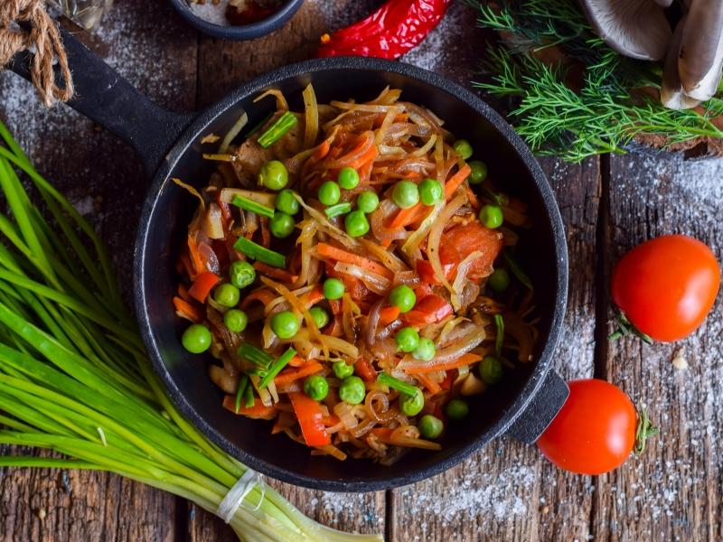 Шампиньоны с овощами – закуска на каждый день