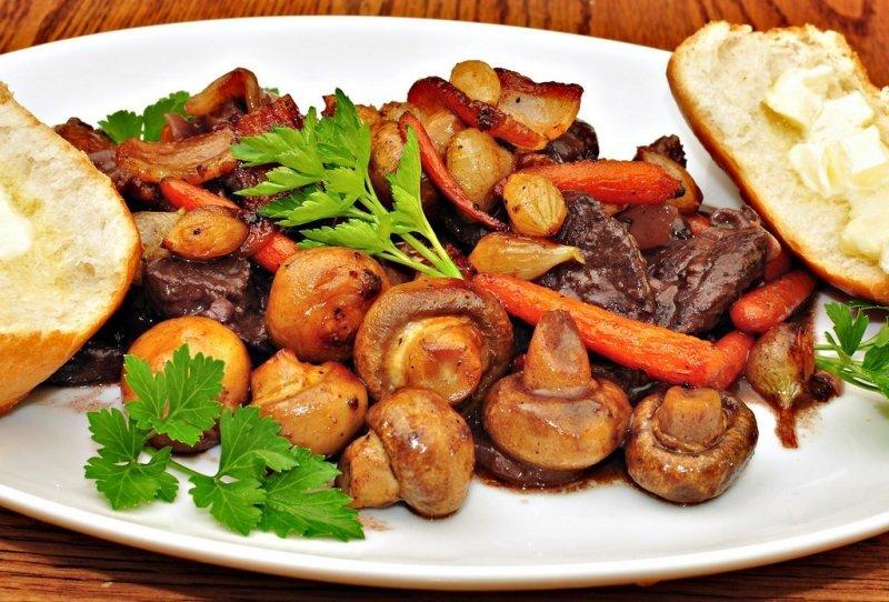 Жаркое с грибами и картошкой – ужин из печи